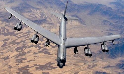 mot may bay nem bom b-52 cua my. anh:us air force