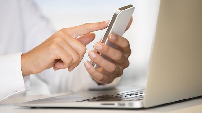Điện thoại vs Máy tính: Ai là kẻ chiến thắng trên chiến trường 'Thương mại điện tử'