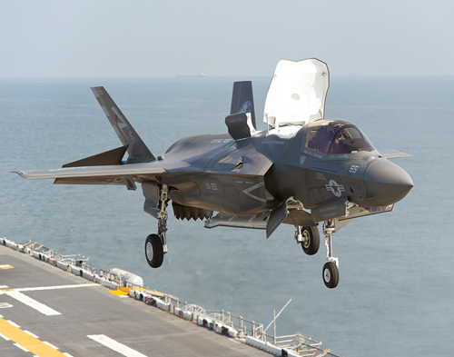 phien ban f-35c co the cat va ha canh tren tau san bay. anh: usni
