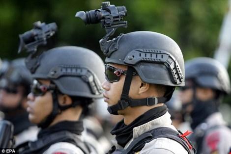 binh si indonesia tap tran chong khung bo o banda aceh (indonesia) ngay 23-2. (anh: epa)