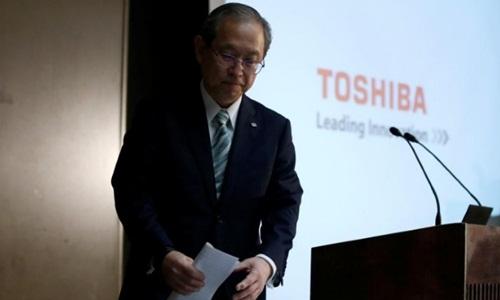 ceo toshiba - satoshi tsunakawa trong buoi hop bao hom nay. anh:reuters