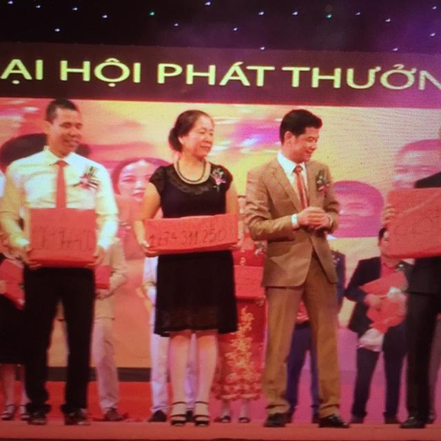 tai mot dai hoi phat thuong cua mot cong ty da cap: so tien thuong cho moi ca nhan len den hang ty dong nhung qua kiem tra la con so ao.