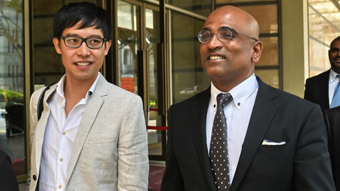 blogger roy ngerng (trai) va luat su m ravi trong mot lan ra toa hoi nam 2015 - anh: afp