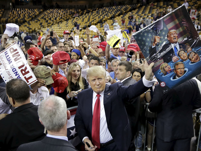 Thấy gì từ thông điệp của Donald Trump?