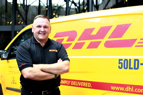 ông charles brewer, giam doc dieu hanh dhl ecommerce. anh: dhl