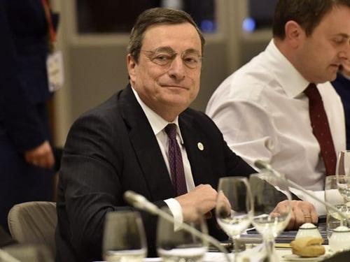 ong mario draghi - chu tich ecb co the tung them kich thich vao eurozone. anh:epa