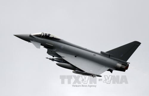 may bay eurofighter trinh dien tai trien lam hang khong farnborough, tay nam thu do london, anh. anh: afp/ttxvn