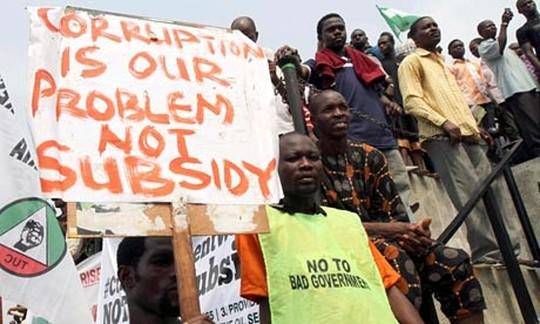 """Cựu Bộ trưởng Nigeria """"lấy trộm 6 tỉ USD tiền công quỹ"""""""