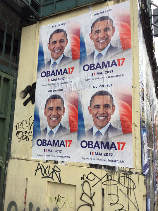poster cua chien dich obama17 tren duong pho paris. anh: twitter
