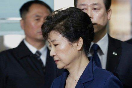 Cựu Tổng thống Hàn Quốc Park Geun-hye bị bắt: 'Không ai có thể đứng trên pháp luật'