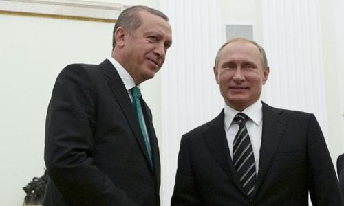 tong thong nga putin (phai) va tong thongtho nhi ky erdogan gap nhau tai moscow nam 2015, truoc khi vu ban ha su-24xay ra. anh:afp
