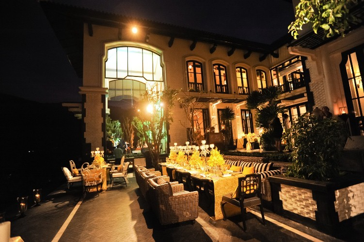 weddings at la maison 1888 terrace - at night