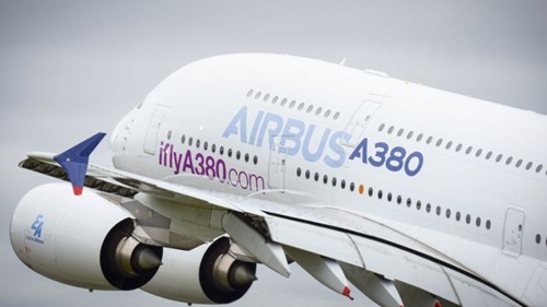 mot may bay airbus a380 cua hang dang cat canh. anh:airbus