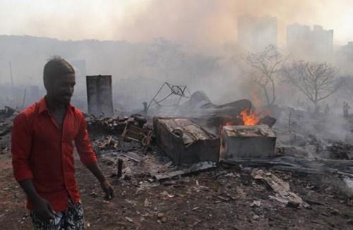 Ấn Độ: Bình gas phát nổ liên tiếp, 1.000 ngôi nhà chìm trong biển lửa