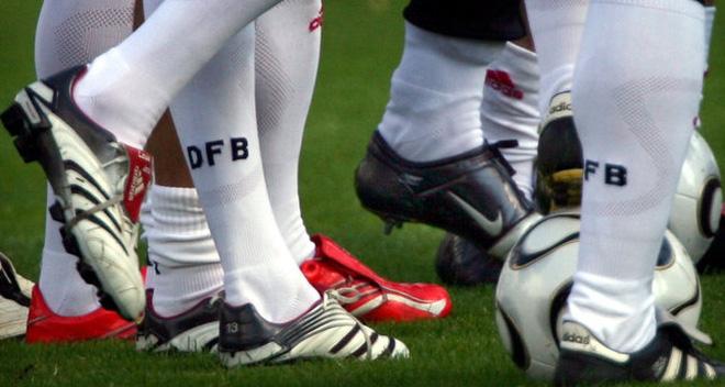 Cuộc chiến Adidas-Nike tại Euro 2016: Bất phân thắng bại!