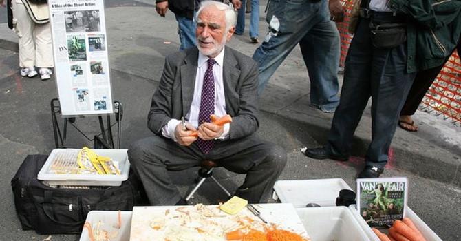 Không web, không marketing, bí quyết nào giúp người đàn ông bán nạo khoai tây trên phố thành triệu phú?