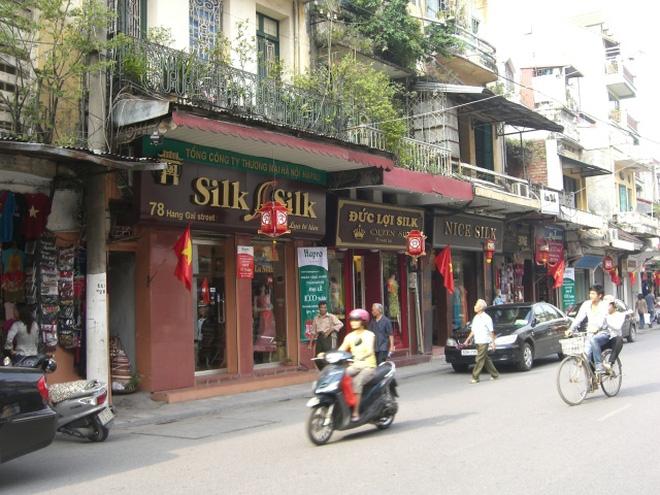 Nhà giàu Hà Nội tranh nhau mua nhà mặt phố làm của để dành