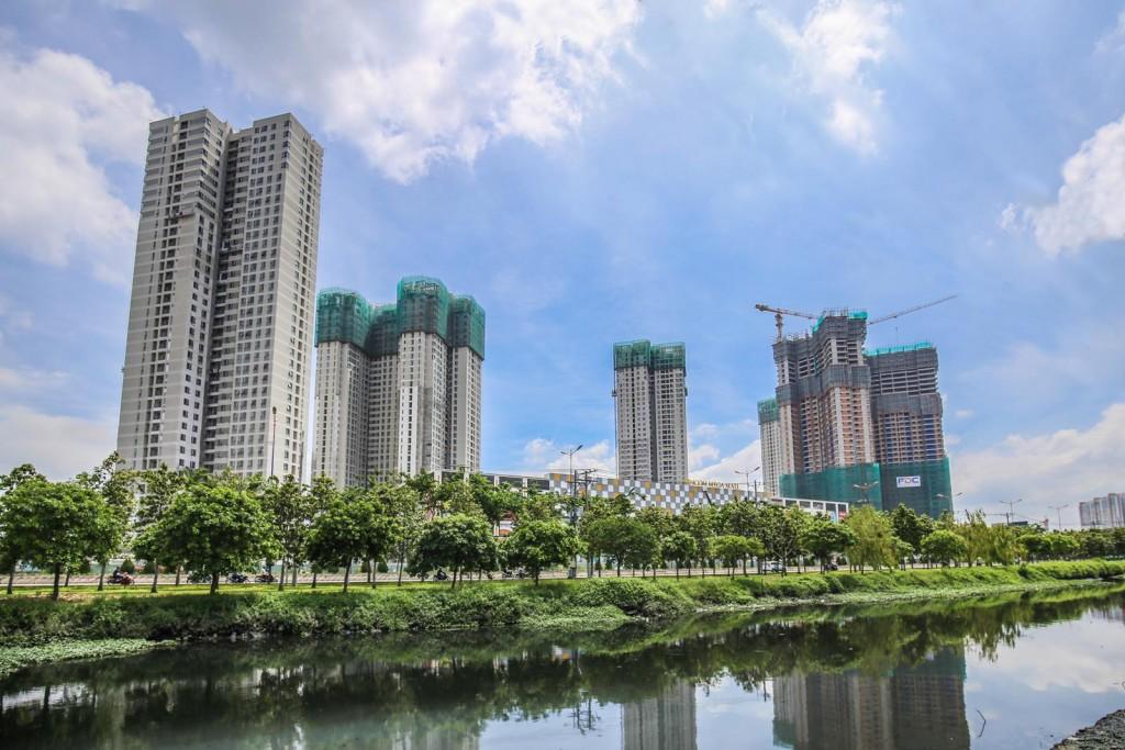 Bất động sản Việt Nam tăng trưởng hay bong bóng?