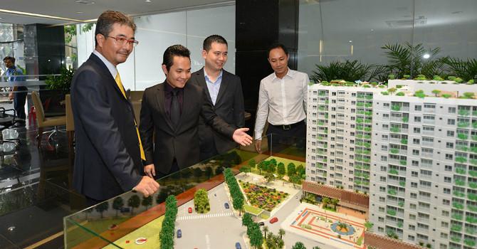Người Việt đổ tiền mua nhà tại Mỹ, còn người châu Á rót tiền mua bất động sản Việt