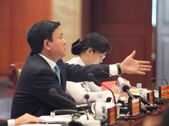 "bi thu thang: ""toi khong tin con so bao cao thuc pham mat an toan chi vai %"" (anh: nguoi lao dong)."