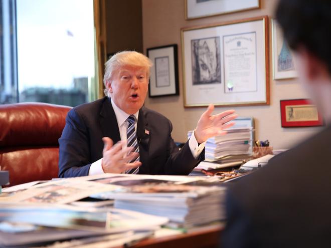 """""""Soi"""" phòng làm việc của Donald Trump"""