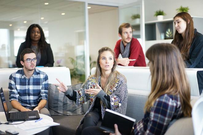 """<b>Phần mềm quản lý dự án</b></div> <div>Dự báo của Gates: """"Các nhà quản lý dự án muốn lập một đội có thể lên mạng, miêu tả dự án, và nhận được phản hồi từ những người phù hợp"""".</div> <div>Thực tế: Vô số phần mềm doanh nghiệp đang tạo ra một cuộc cách mạng trong cách các công ty tuyển dụng, lập nhóm và phân công công việc.</div> <div>"""