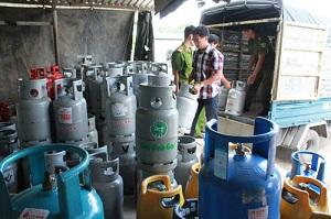 Hà Nội: Tạm giữ hàng nghìn bình gas sang chiết trái phép