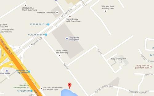 Nhà máy của bóng đèn Rạng Đông nằm rất gần với nhiều nhà máy khác như Giày Thượng Đình, Cao su Sao Vàng, Thuốc lá Thăng Long