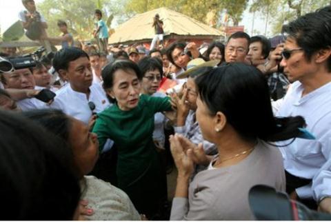 ba aung san suu kyi dang co su ung ho san co rat lon tu quan chung
