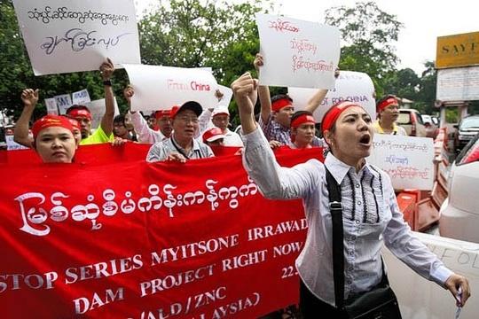 bieu tinh phan doi du an dap myitsone tai myanmar vao nam 2011 anh: ap