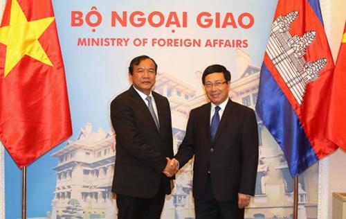 pho thu tuong pham binh minh(phai)don tiep ong sokhonn den tham chinh thuc viet nam. anh:chinhphu.vn