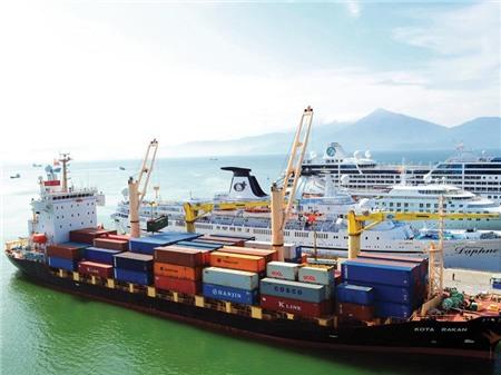 """Cuộc đua """"ngầm"""" giữa các cảng biển miền Trung"""