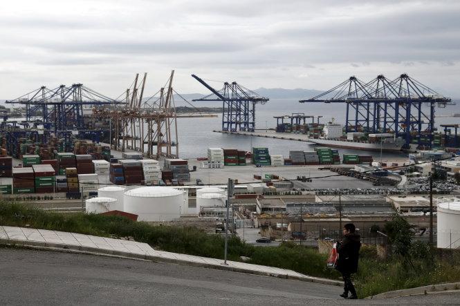 Trung Quốc thôn tính cảng chính của Hi Lạp
