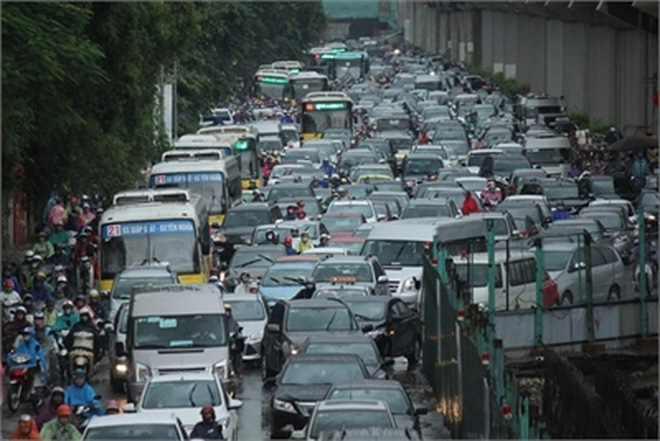 Cấp hạn ngạch mua ô tô: Dân Hà Nội lại bất an?