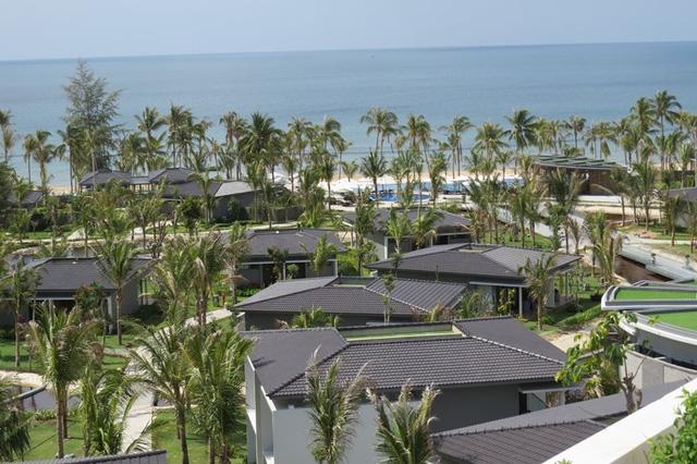 cac can villas thuoc khu nghi duong novotel phu quoc resort co tam nhin huong bien rat dep