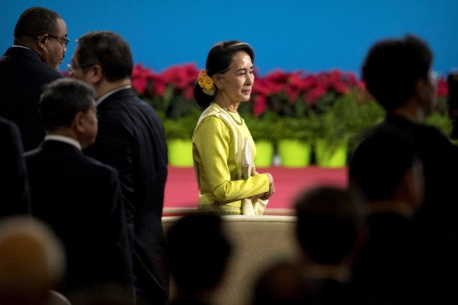 ba aung san suu kyi - co van cap cao cua nha nuoc myanmar co mat tai dien dan vanh dai - con duong - anh: reuters