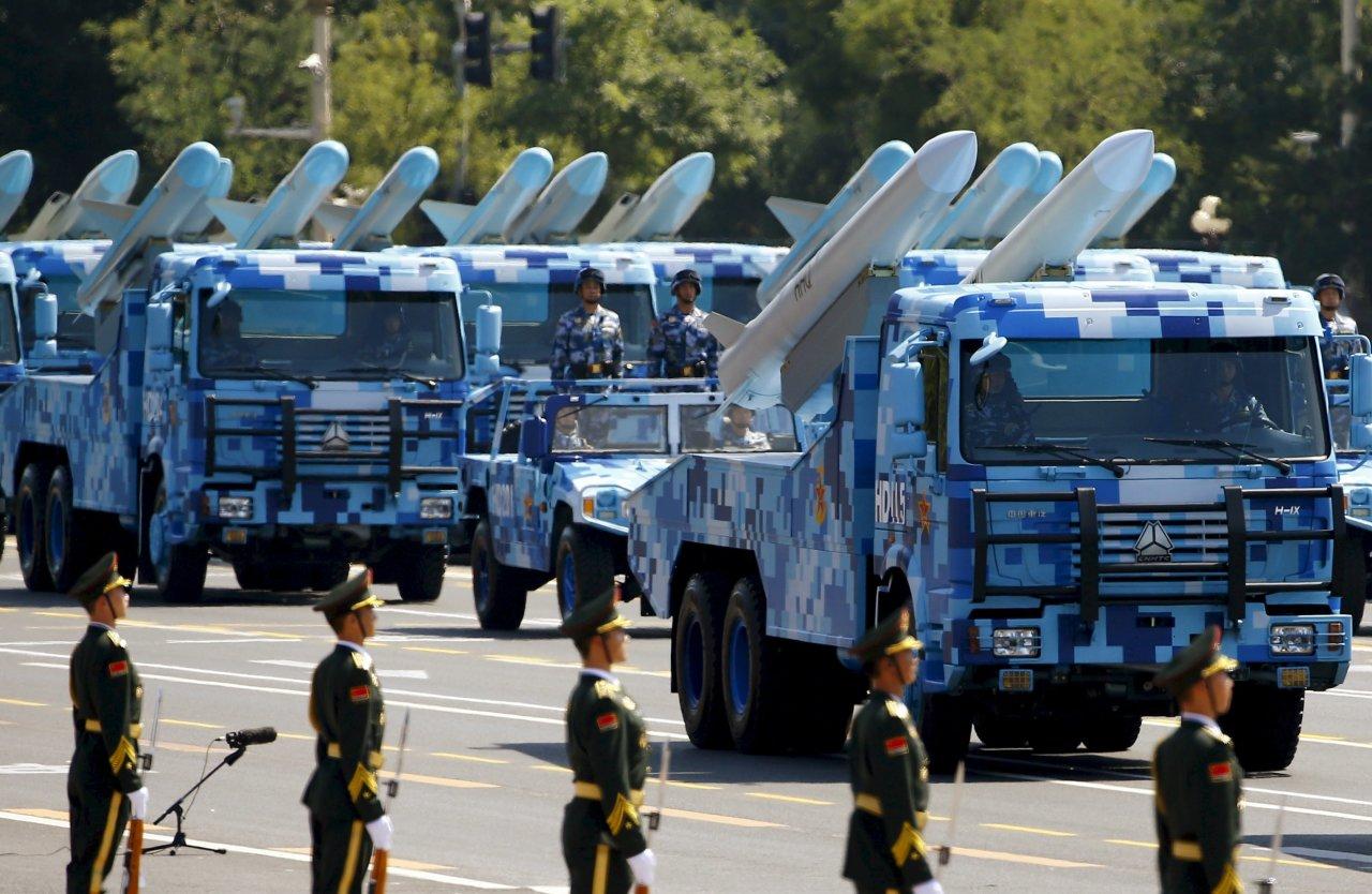ten lua ham doi khong cua trung quoc trong buoi duyet binh thang 9-2015 - anh: reuters