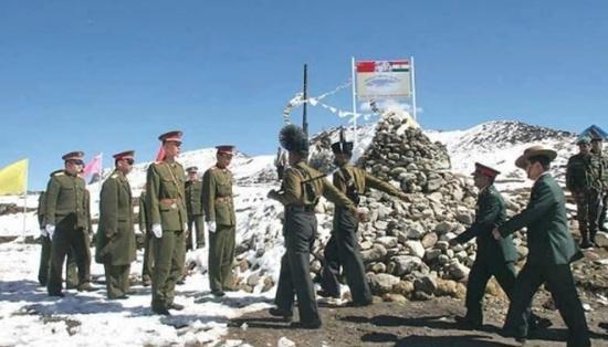 binh sy trung quoc va an do tai khu vuc duong bien gioi giua hai nuoc. (nguon: zeenews.india.com)