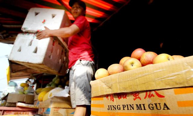 Đối phó với sức ép khủng khiếp từ hàng Trung Quốc như thế nào?