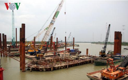 Quá trình thi công cống Mương Chuối là ống lớn nhất trong số 8 cống của dự án.