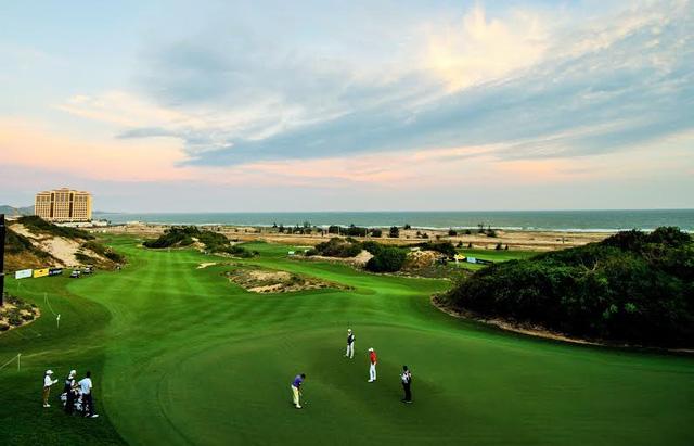 Chủ đầu tư địa ốc mời khách VIP đi xem golf, ở khách sạn hạng sang