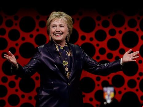 Bà Clinton: Chính phủ Trump đưa đất nước đi sai đường