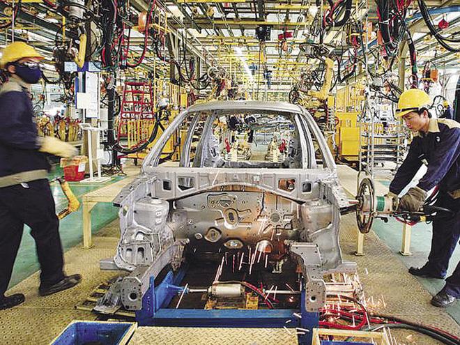 Thị trường ô tô Việt Nam: Giảm thuế nhập khẩu, giá xe vẫn cao