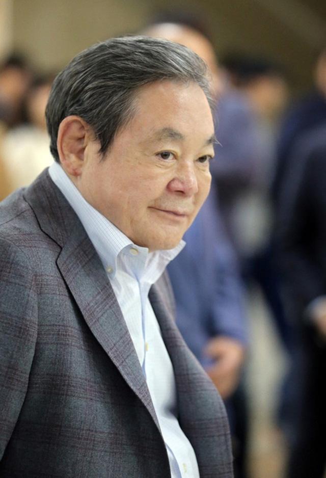 la nguoi cuc ky cung ran va cuong quyet, chu tich samsung duoc xem la cai bong qua lon cho nguoi ke nhiem. anh:business korea.