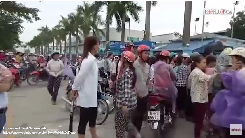 Video: Công nhân đình công vì chỉ có 10 phút ăn cơm