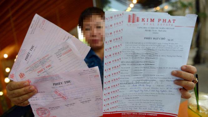mot khach hang to cong ty kim phat lua tang gia chuyen nhuong dat o huyen trang bom, dong nai - anh: quang dinh