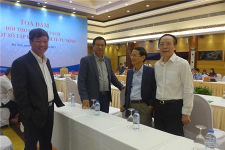 Lãnh đạo các tập đoàn tư nhân trao đổi bên lề buổi tọa đàm