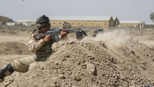 binh linh iraq trong mot dot huan luyen anh: reuters