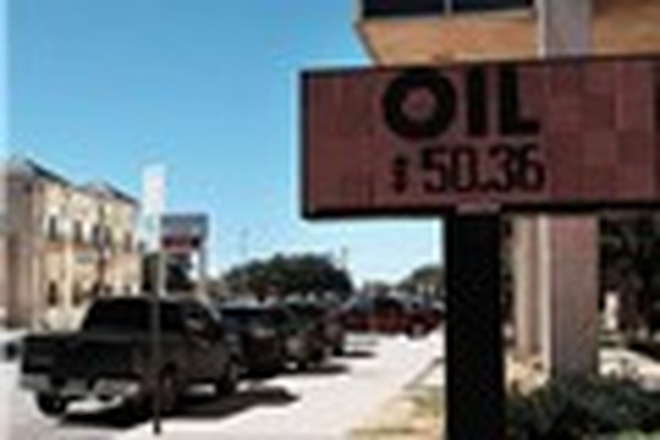 Ai sẽ kéo dầu lại mức 50 USD/thùng vào cuối năm?