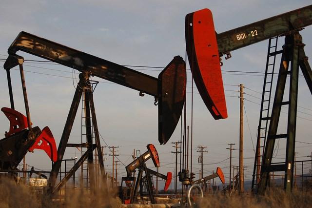 Giá dầu tăng vọt 6% do đồn đoán Fed hoãn tăng lãi suất